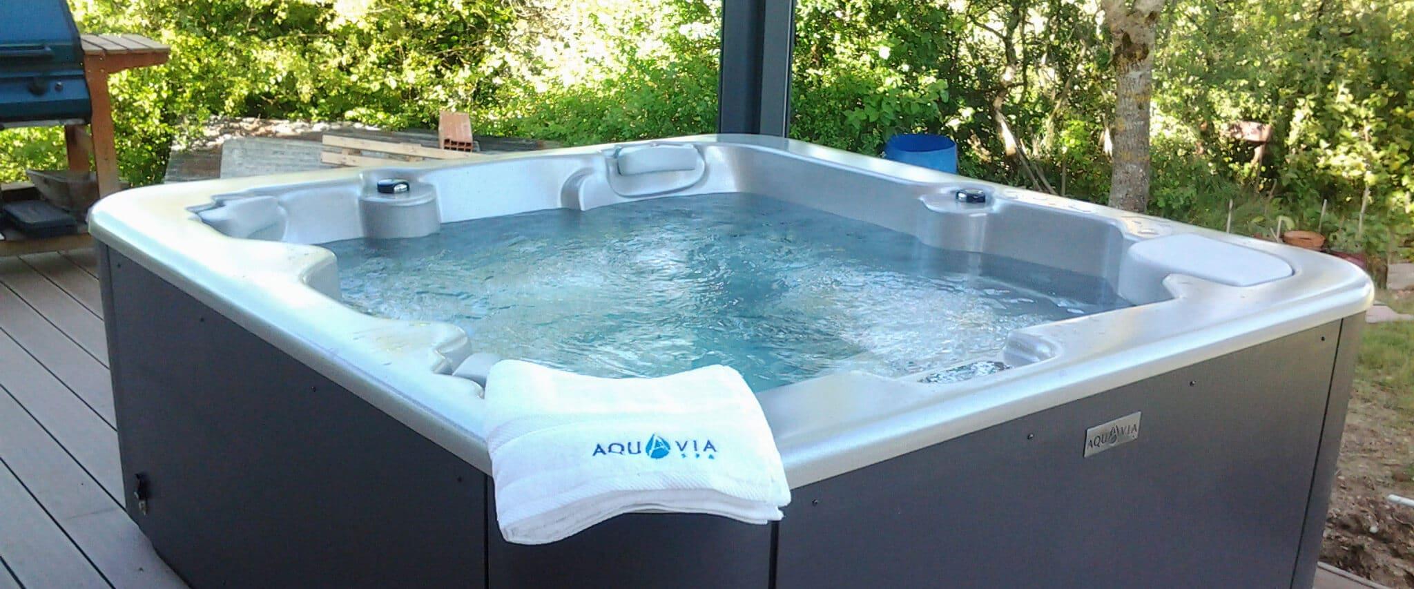 cd4c73881f6798 Spa Aqualife 5, jacuzzi 5 places facile d accès - Aquavia Spa France
